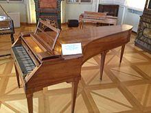 220px-Mozart's_piano (220x165, 40Kb)