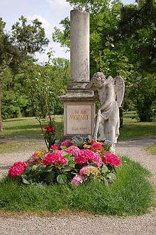 220px-Mozart_Grabmal_Wien_StMarx (220x330, 114Kb)