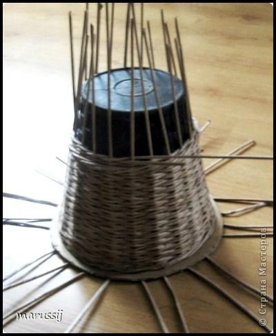 Столик со стеклом из газетных трубочек. ПЛЕТЕНИЕ (2) (400x488, 146Kb)