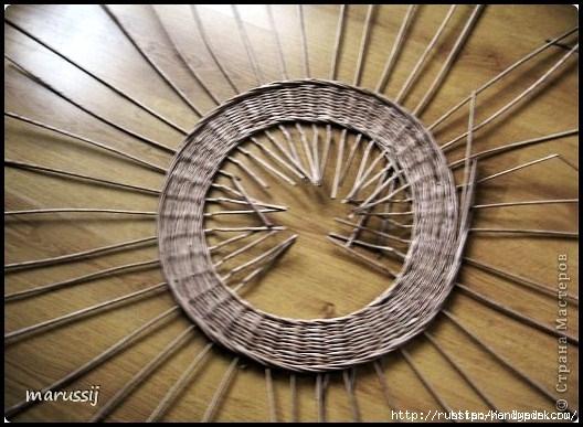 Столик со стеклом из газетных трубочек. ПЛЕТЕНИЕ (10) (528x387, 164Kb)