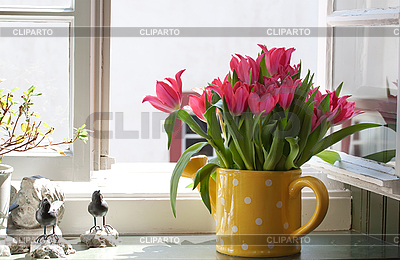 3013984-bouquet-of-tulips-on-the-windowsill (400x260, 128Kb)