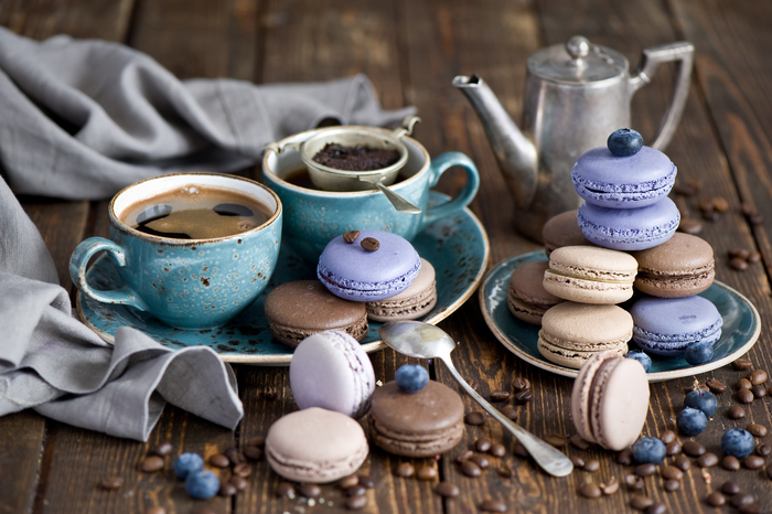 1493816039_coffee_cups_grains_macaroon_cookies_frosting_berries_blueberries_dessert_sweets_still_life_96604 (700x466, 290Kb)