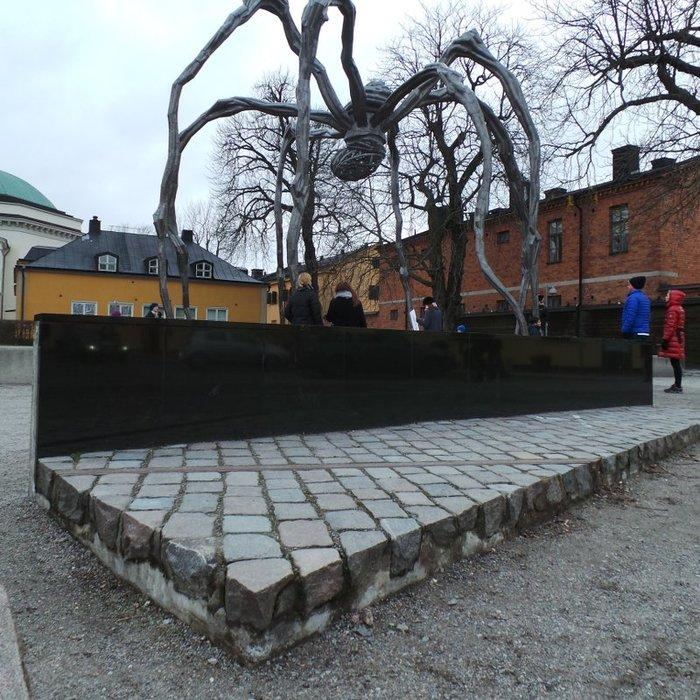87_Moderna_Louise Bourgeois_Lenin monument (700x700, 135Kb)