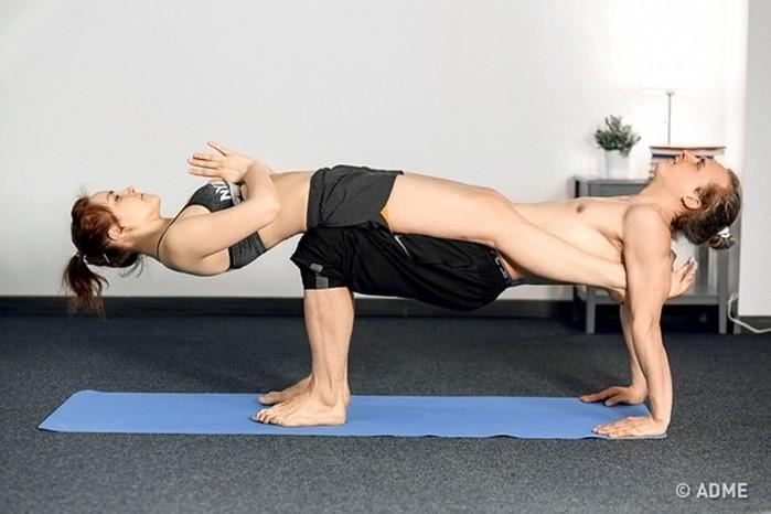 Парная йога! 12простых поз йоги для двоих