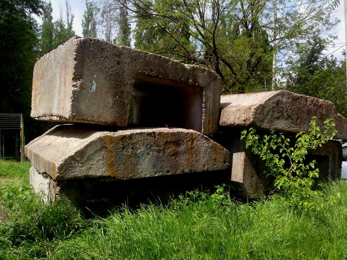 бетонный памятник/683232_pamyatnik700 (700x525, 494Kb)