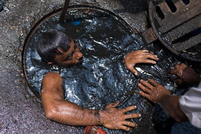 чистильщик канализации бангладеш 6 (700x466, 402Kb)