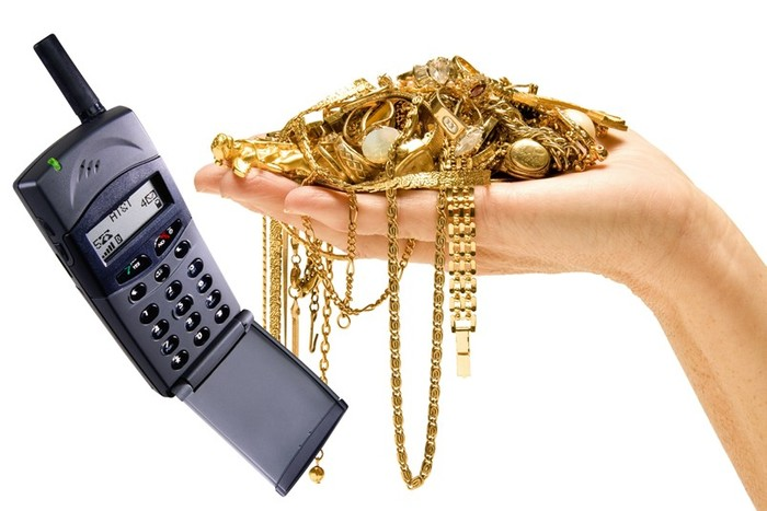 Как добывают золото из старых телефонов