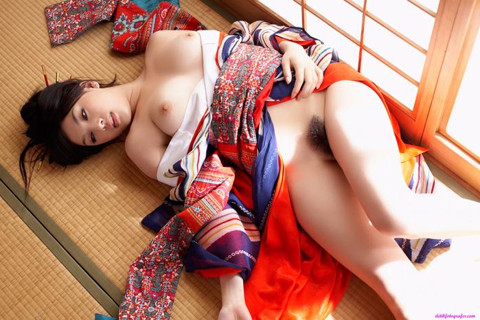 video-yaponiya-erotika-devushkami