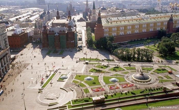 3925311_Manejnaya_ploshad_Moskva (700x432, 285Kb)