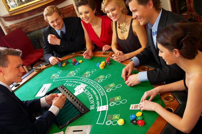 3726595_bigstock_Blackjack_Table_Friends_Havin_1395495 (700x465, 269Kb)