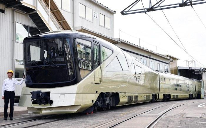 поезд Shiki-Shima в японии 1 (700x434, 241Kb)