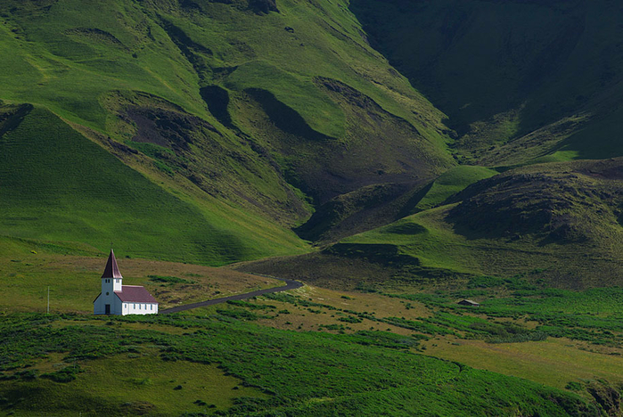 Iceland_Is_A_Miracle_Of_Nature_32 (700x468, 447Kb)