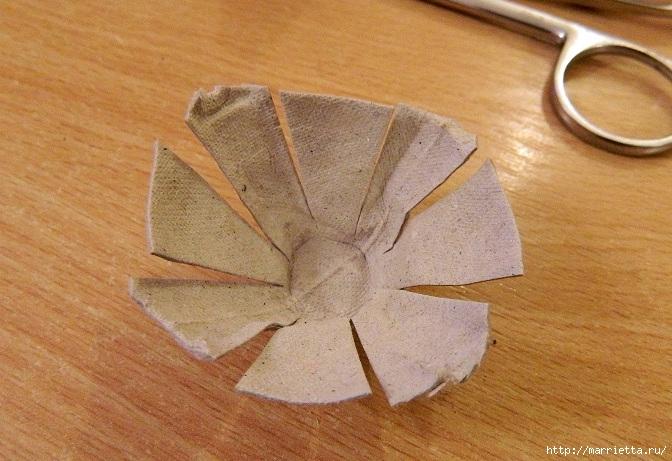 Цветы из картонных яичных лотков (5) (672x461, 254Kb)