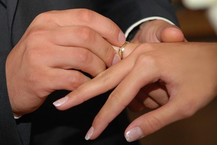 К чему сниться обручальное кольцо на своей руке замужней женщине