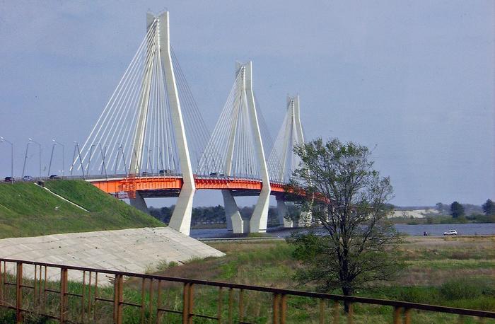 1280px-Murom._New_Bridge_over_Oka_River (700x458, 437Kb)