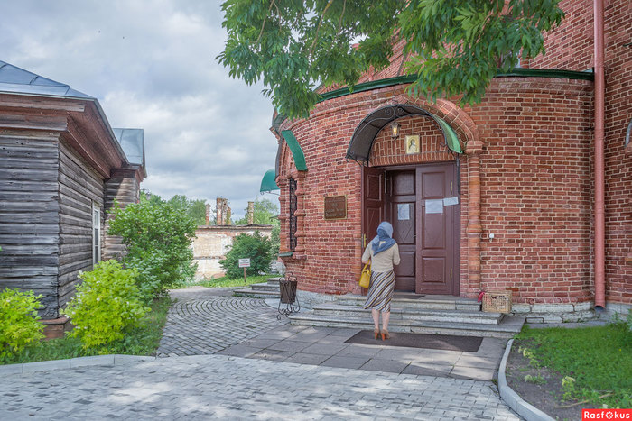 У входа Старая Ладога (700x467, 132Kb)