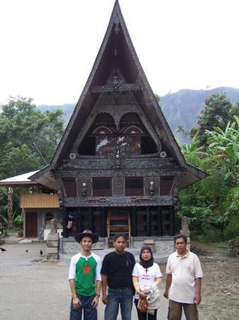 a-traditional-batak-longhouse (337x450, 27Kb)