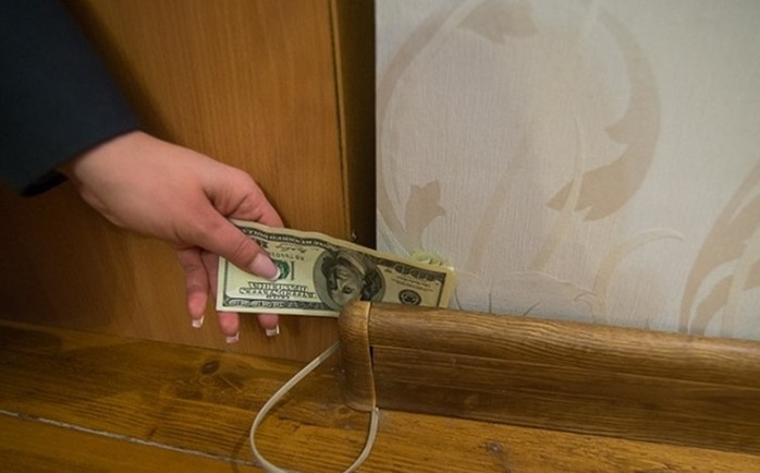 Как спрятать свои деньги в номере гостиницы?
