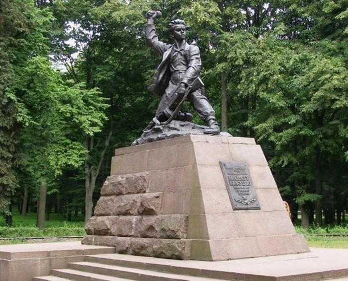 Какой подвиг совершил Марат Казей во время войны?