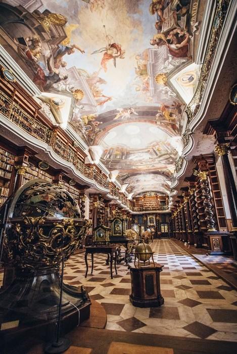 Самая красивая библиотека в мире находится в Праге!