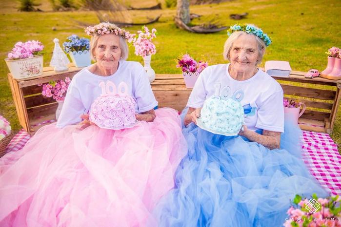 фотосессия столетних бабушек 5 (700x466, 385Kb)