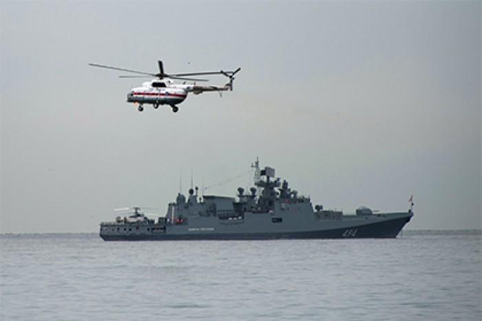 френат и вертолёт fregatadmiralgrigorovichotpravilsyavsiri (700x466, 38Kb)