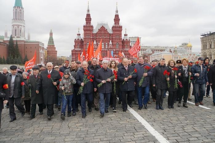 22 04 17 Руководство КПРФ Москва Красная площадь (700x466, 154Kb)