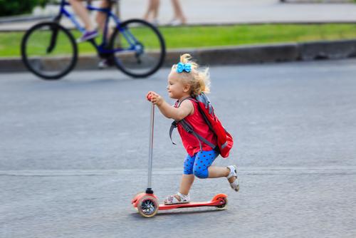Для чего самокат ребенку двух лет?