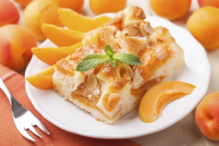 торт с абрикосами (700x466, 364Kb)