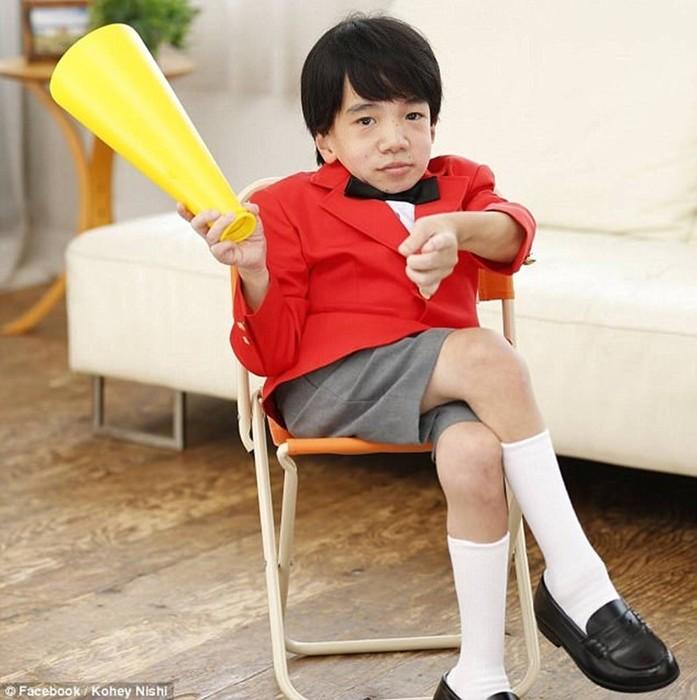 Мужчина-ребенок — новая звезда японского порно
