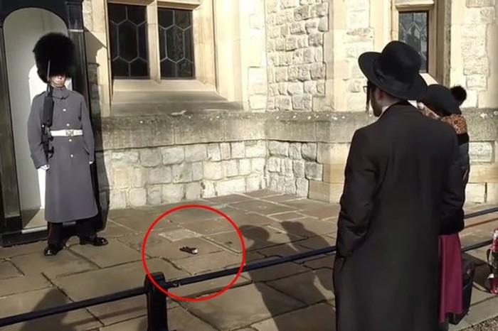Вот почему не надо дразнить королевскую гвардию Британии!