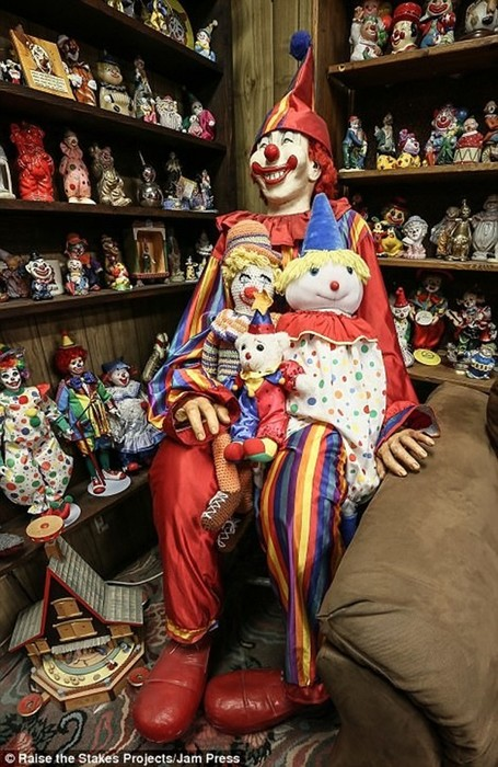 Жуткий мотель клоунов в городе Тонопа (Невада)