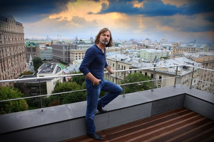 Как живет Никас Сафронов: 15 комнатная квартира в Москве