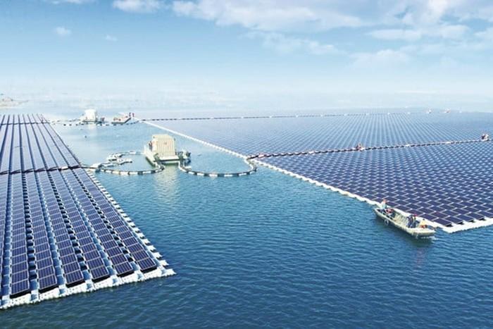 В Китае построили солнечную электростанцию на воде