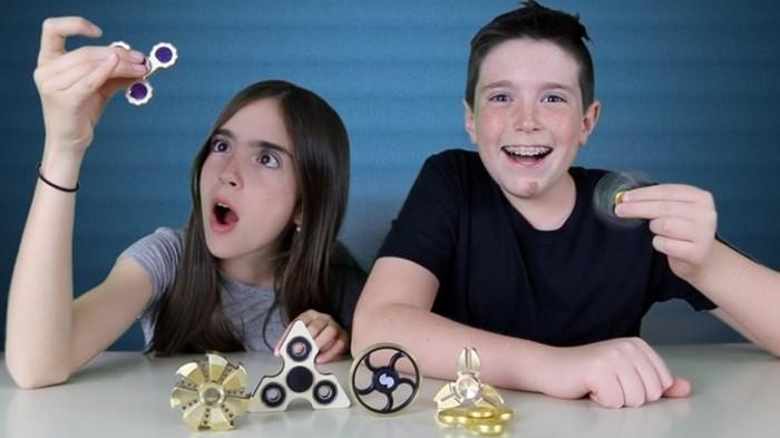 Суперигрушка спиннер отвлекает современных детей от виртуальной реальности