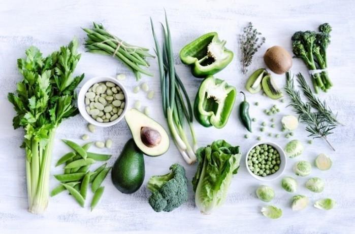 Для здоровья женщин полезны зеленые овощи и мед!