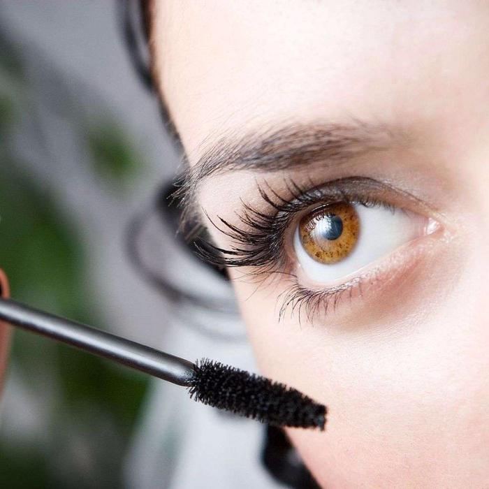 kosmeticheskie-preparaty-dlja-rosta-resnic (700x700, 382Kb)