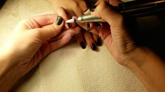 Процедура аппаратного маникюра: современные косметические технологии