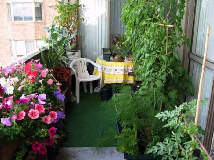 small-apartment-patio-garden-ideas (700x525, 385Kb)