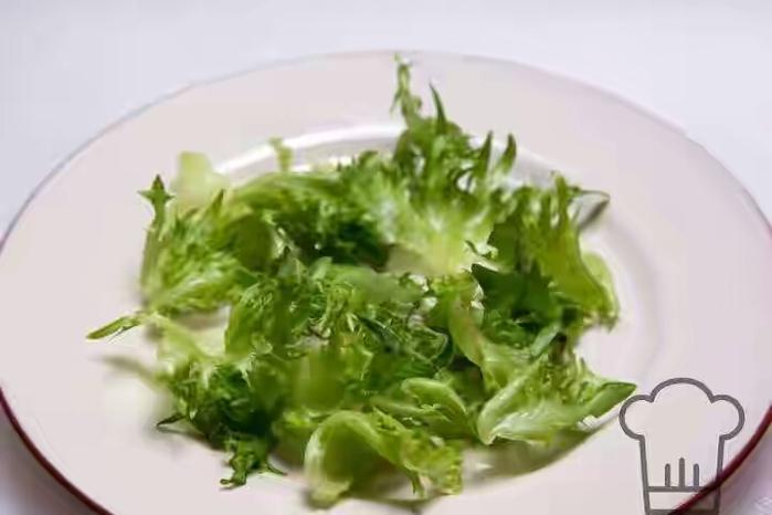 salat-iz-ogurcov-i-klubniki-1 (700x466, 142Kb)