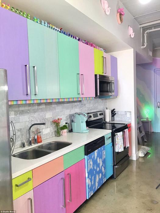 радужный интерьер квартиры 7 (525x700, 358Kb)