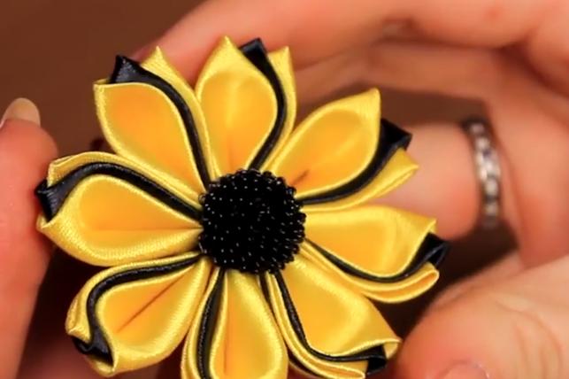 Делаем роскошные цветы из ткани!