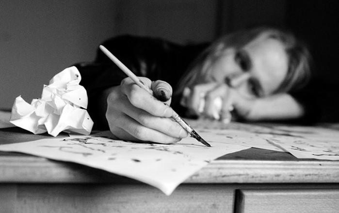 Кто изобрел перо и ручку для письма?