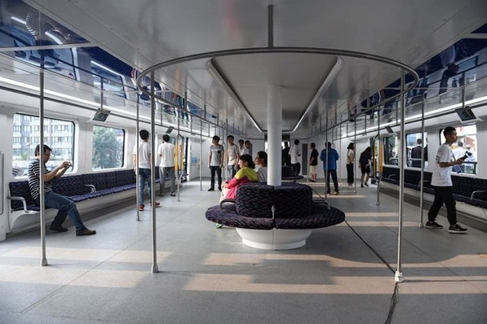 Китай построил супер автобус, движущийся над пробками