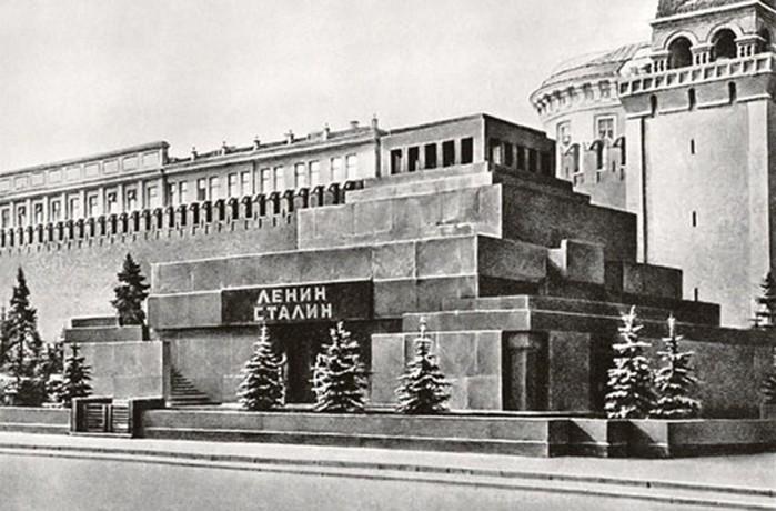 Тайны российской истории: как выносили тело Сталина из Мавзолея