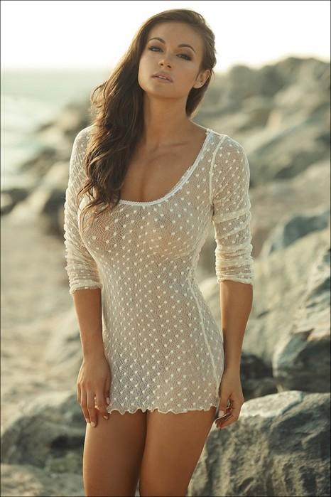 Ненавязчиво и со вкусом: девушки в красивых платьях