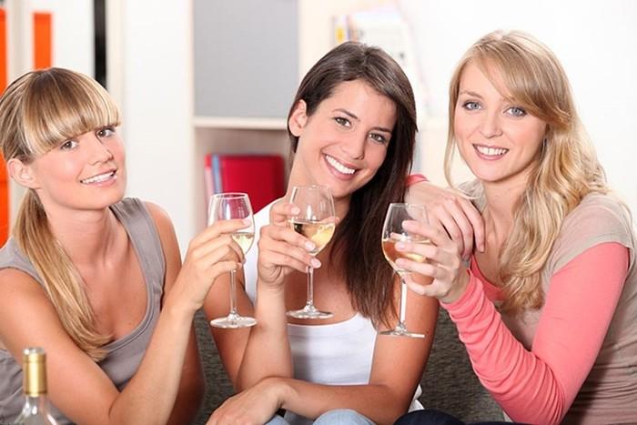 Почему женская дружба оказалась крепче мужской?