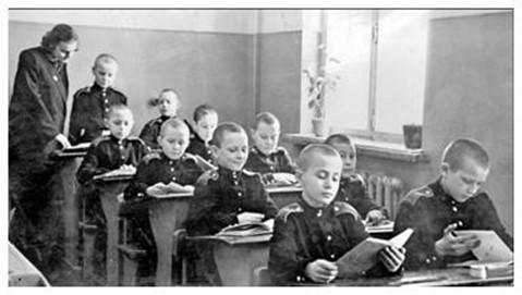 Зачем в 1943 году Сталин создал Суворовские училища