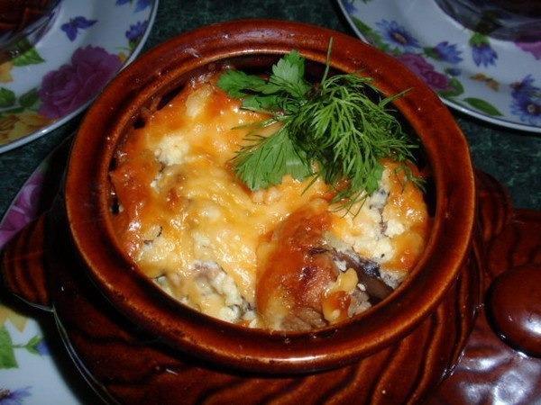 Горшочки с индейкой и картофелем в духовке
