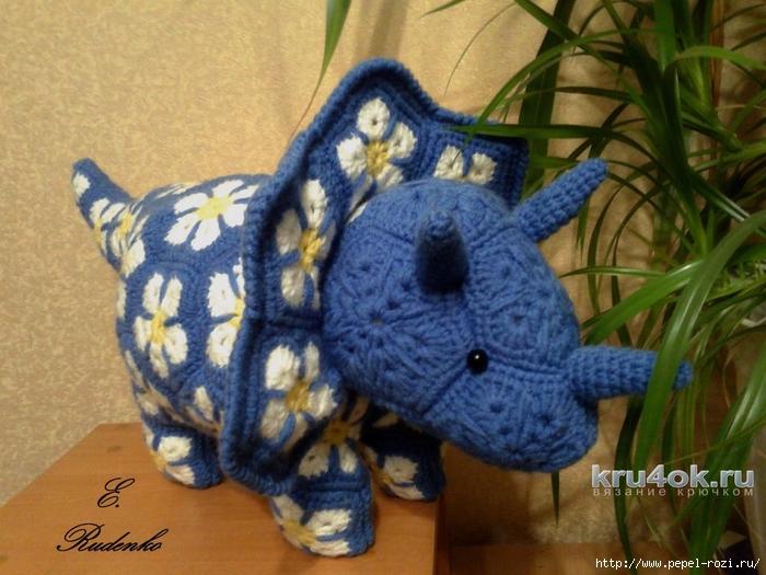 kru4ok-ru-triceratops-iz-motivov-afrikanskiy-cvetok-rabota-evgenii-rudenko-010775 (700x525, 288Kb)